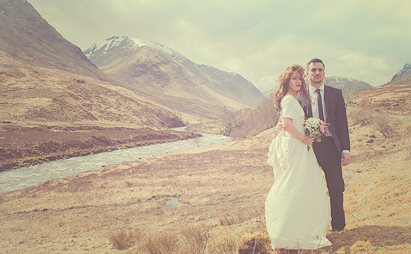 This fabulously romantic shot by Ross Walker at Number 94 Photography uses perspective, grand scenery and careful positioning of the couple to create a memorable image