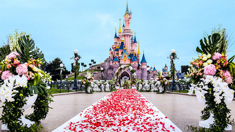 OMG you can get married at Disneyland Paris now!
