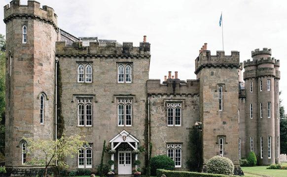 Drumtochty-castle-facade.jpg