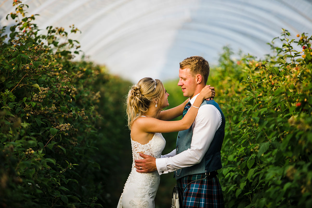 bride-and-groom-in-greenhouse