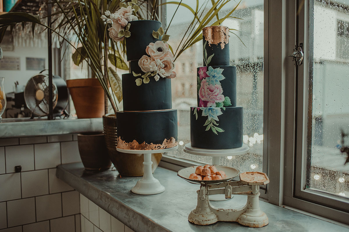 floral-cakes-by-rosewood-cakes