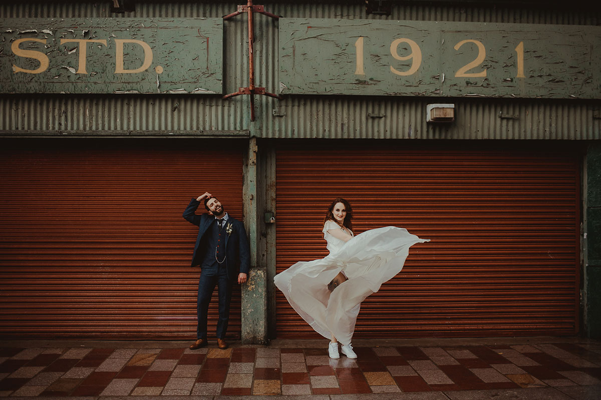 bride-and-groom-in-barras-glasgow
