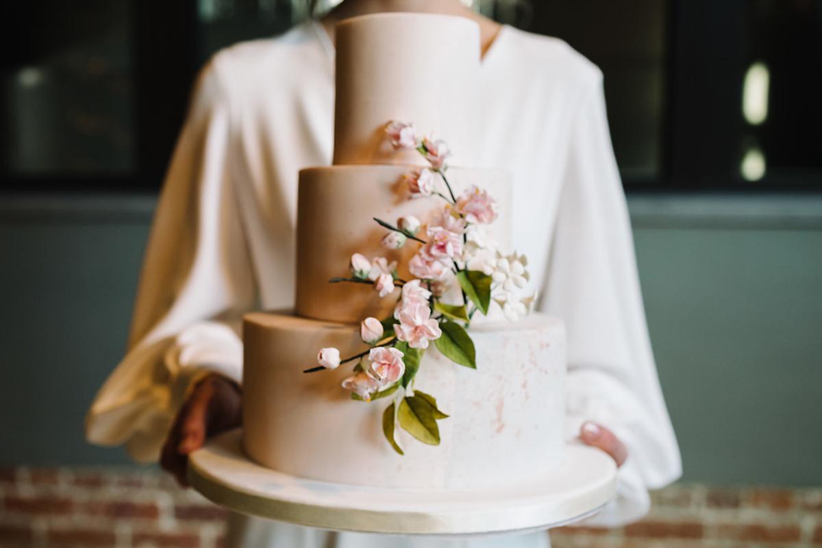 weddingcake-with-cherry-blossom