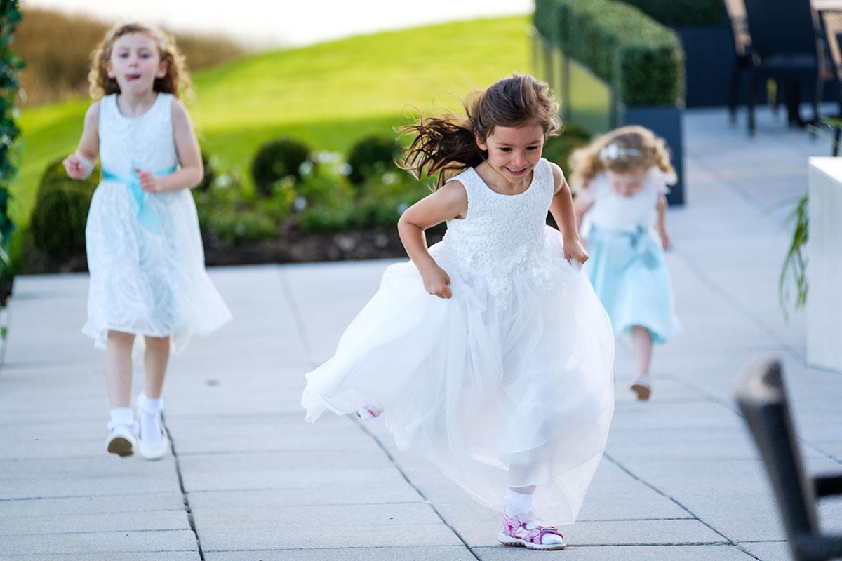 flowergirls-playing-outside