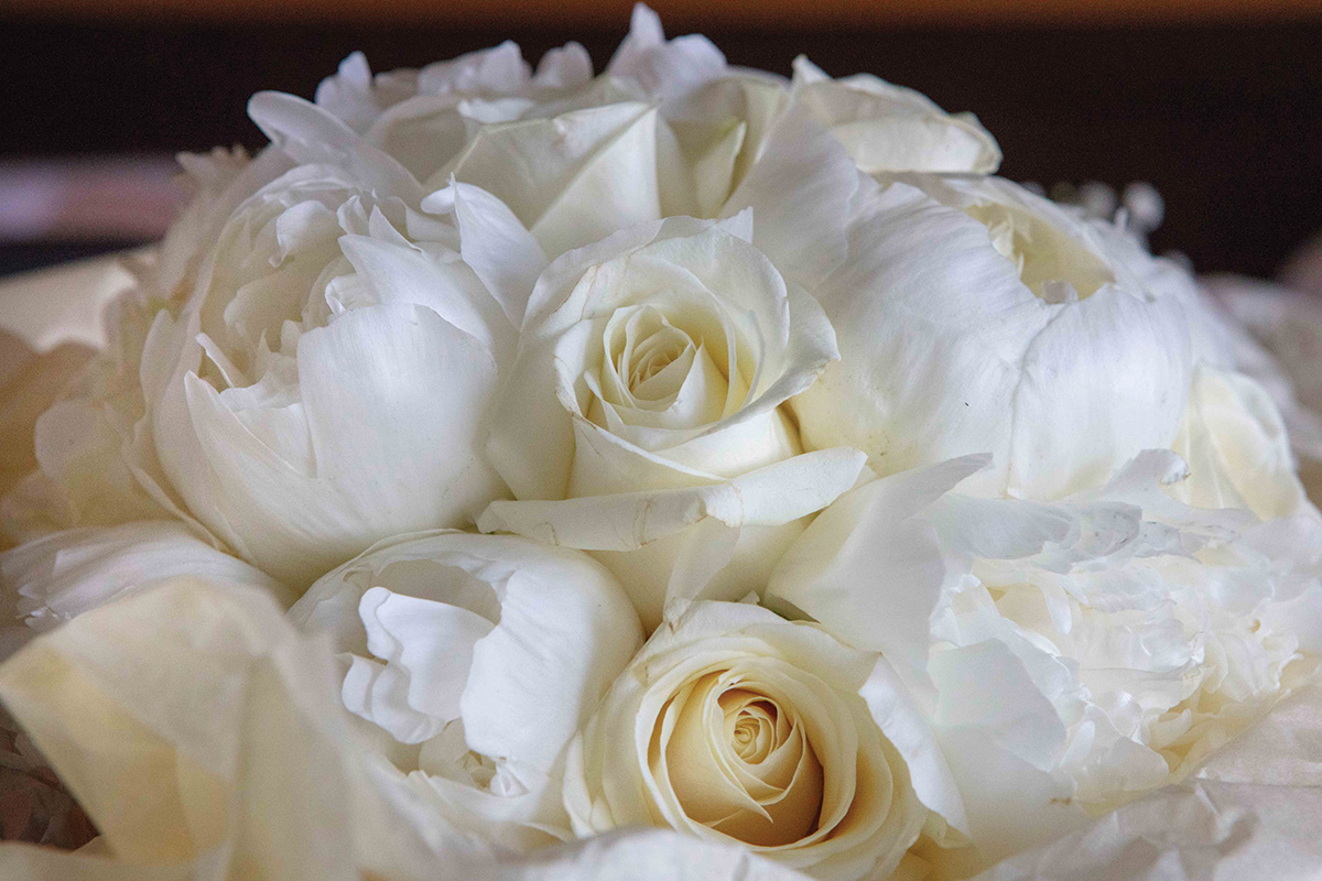 peony-and-white-rose-bouquet