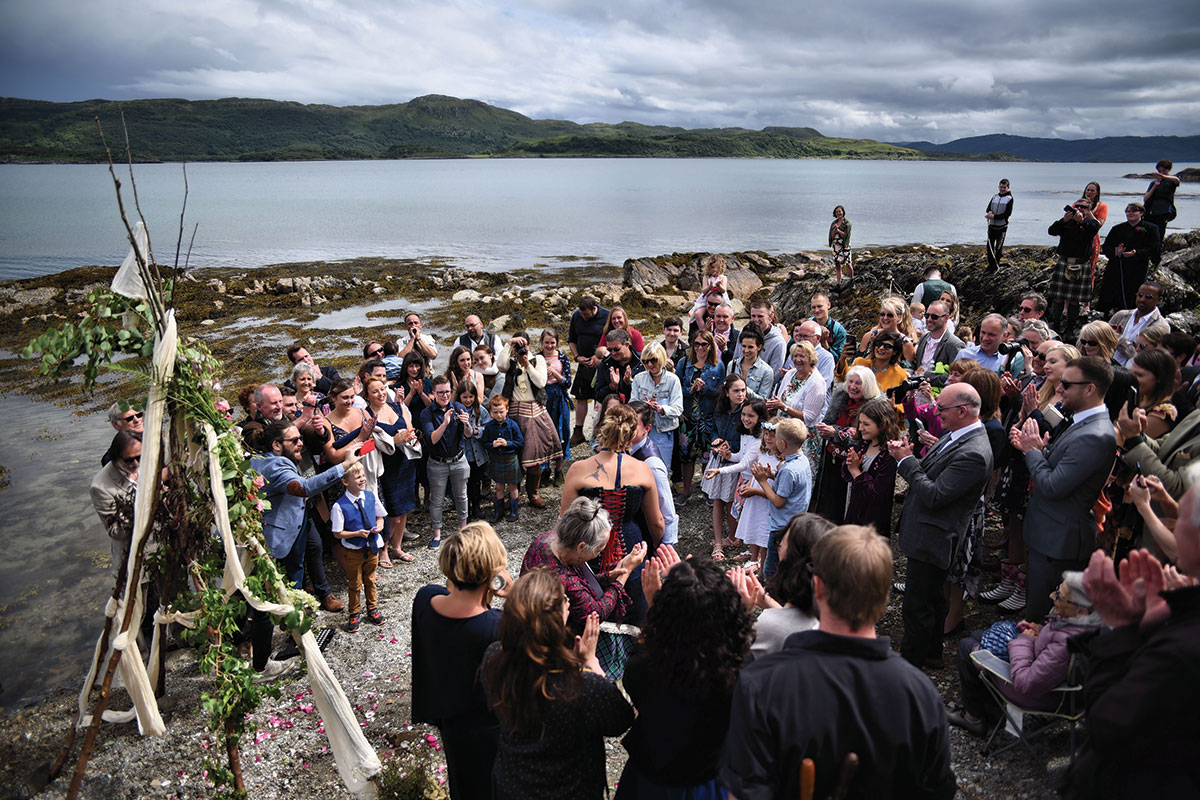 scottish-outdoor-wedding-ceremony-on-the-shore