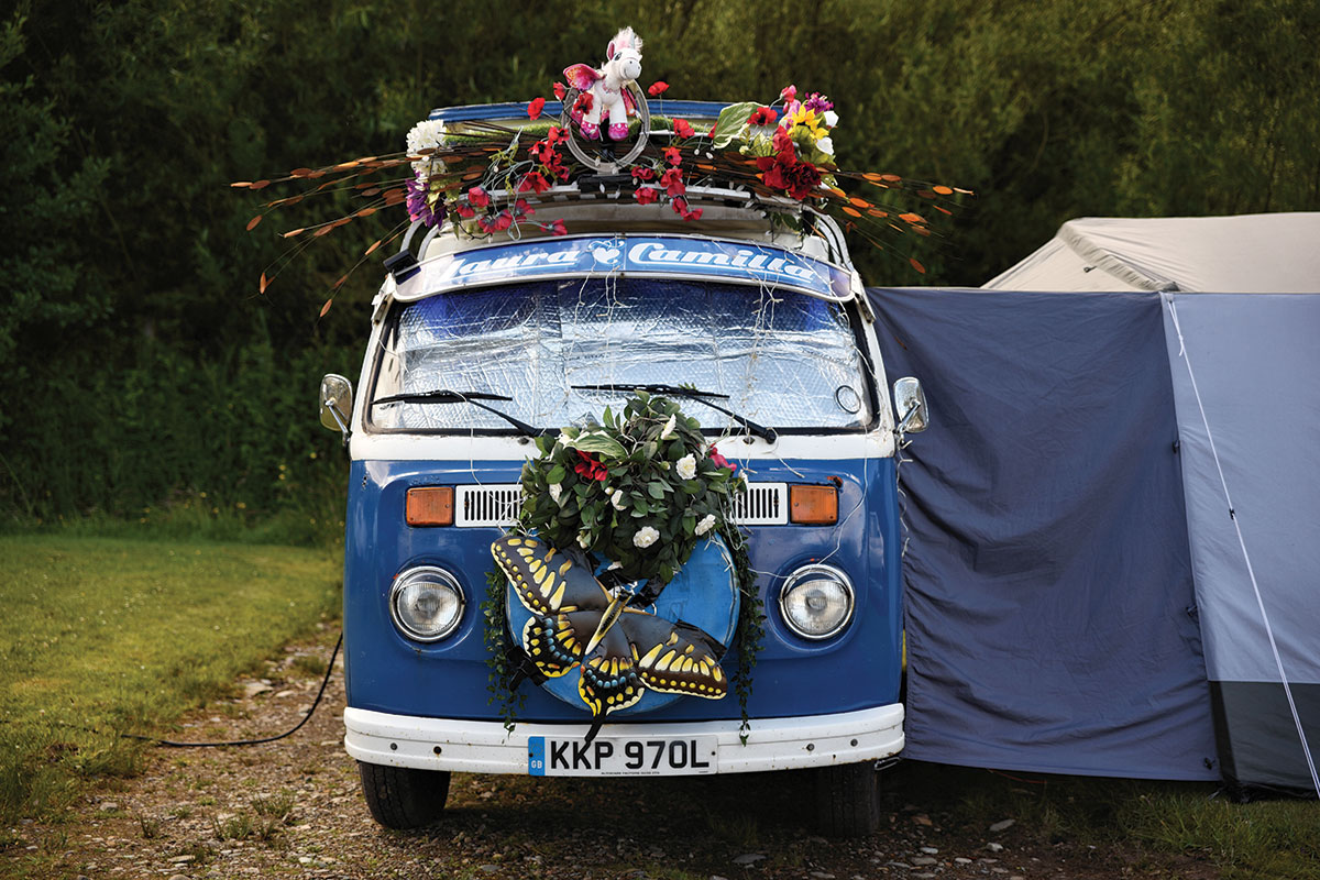 vintage-vw-camper-van-decorated-for-wedding