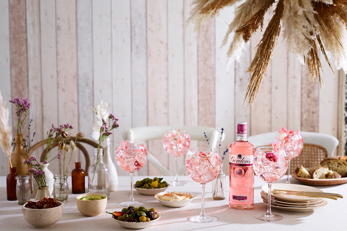 Boho-Gordons-Premium-Pink-Floral-Rhubarb-Fizz_Boho_Bottle