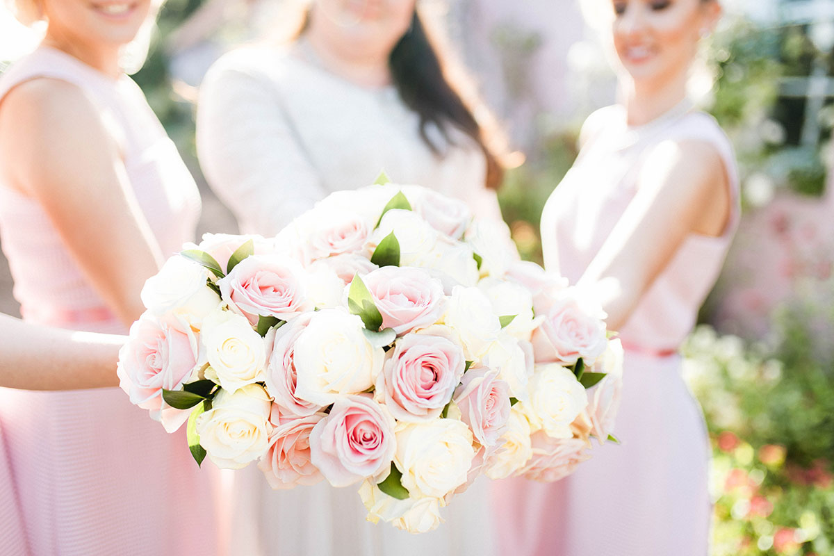 picture-of-bridal-and-bridesmaid-bouquets-of-pastel-flowers