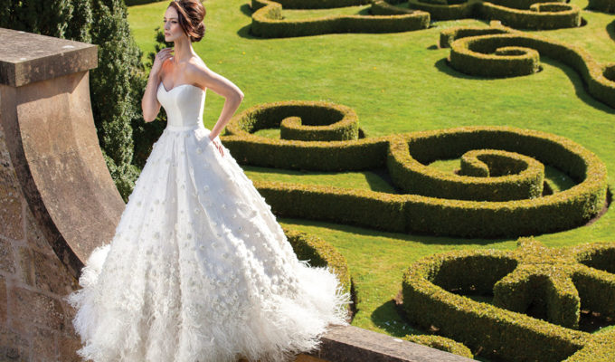 chatelherault-bride-in-garden