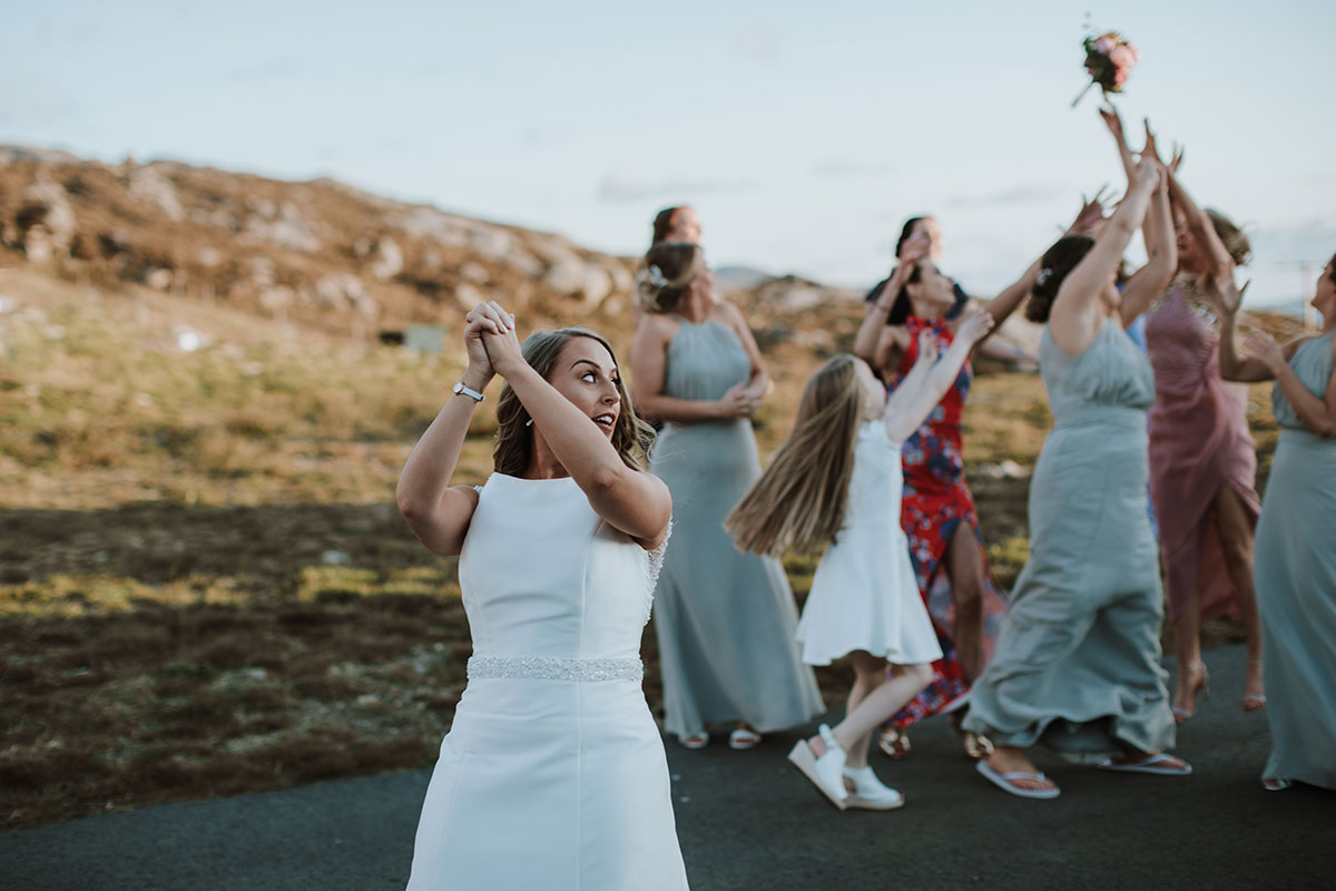 bride-throwing-bouquet