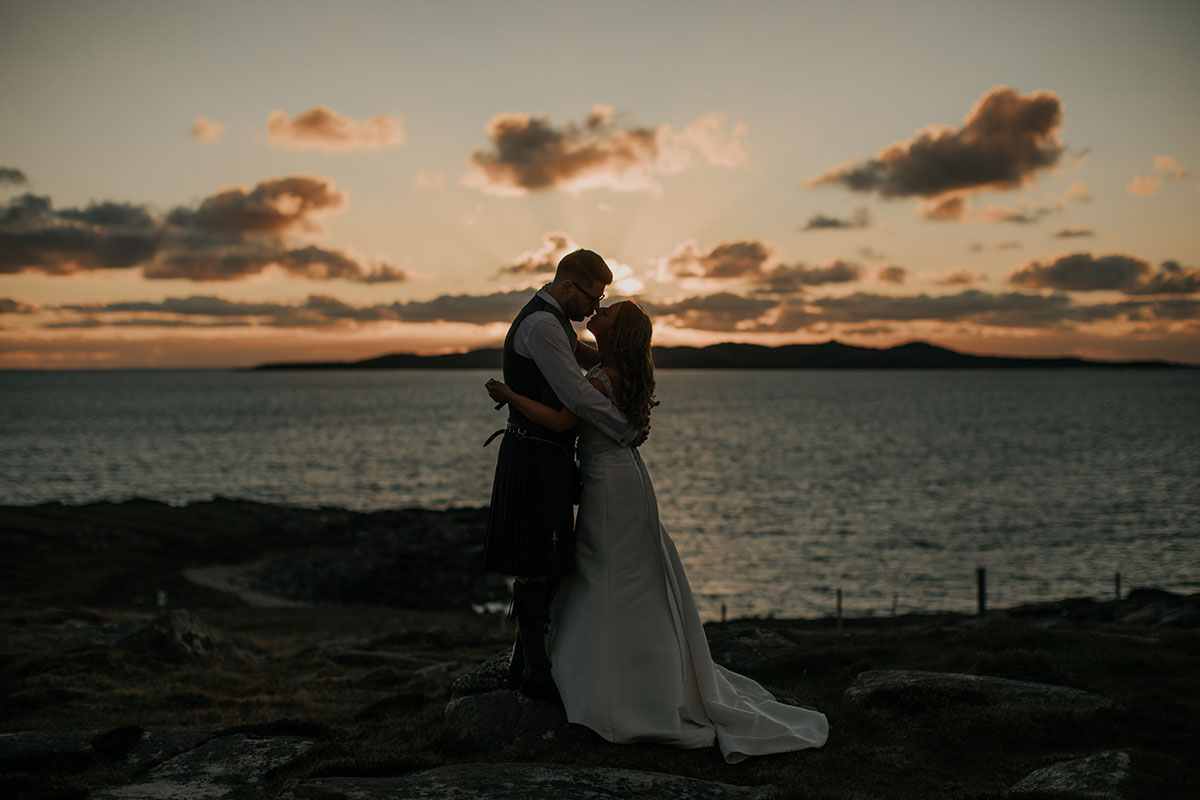 bride-and-groom-kissing-at-sunset