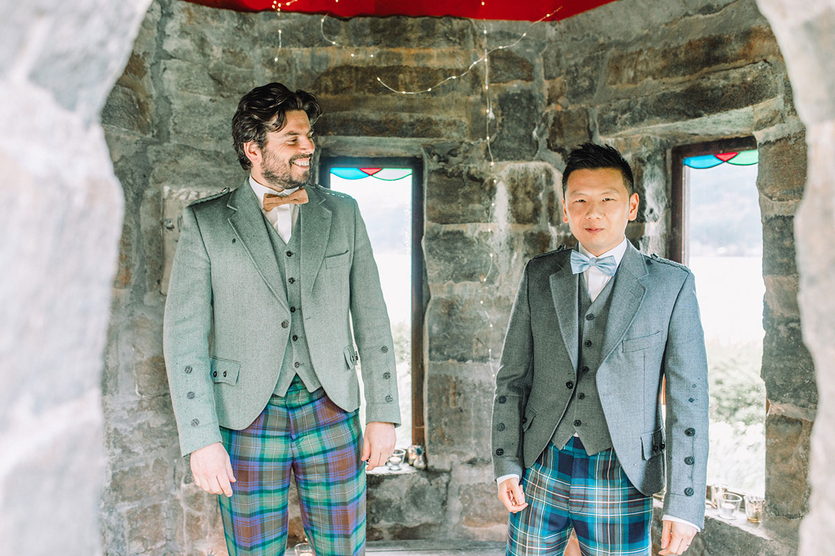 groom-and-groomsman-in-tweed-kilt-outfit