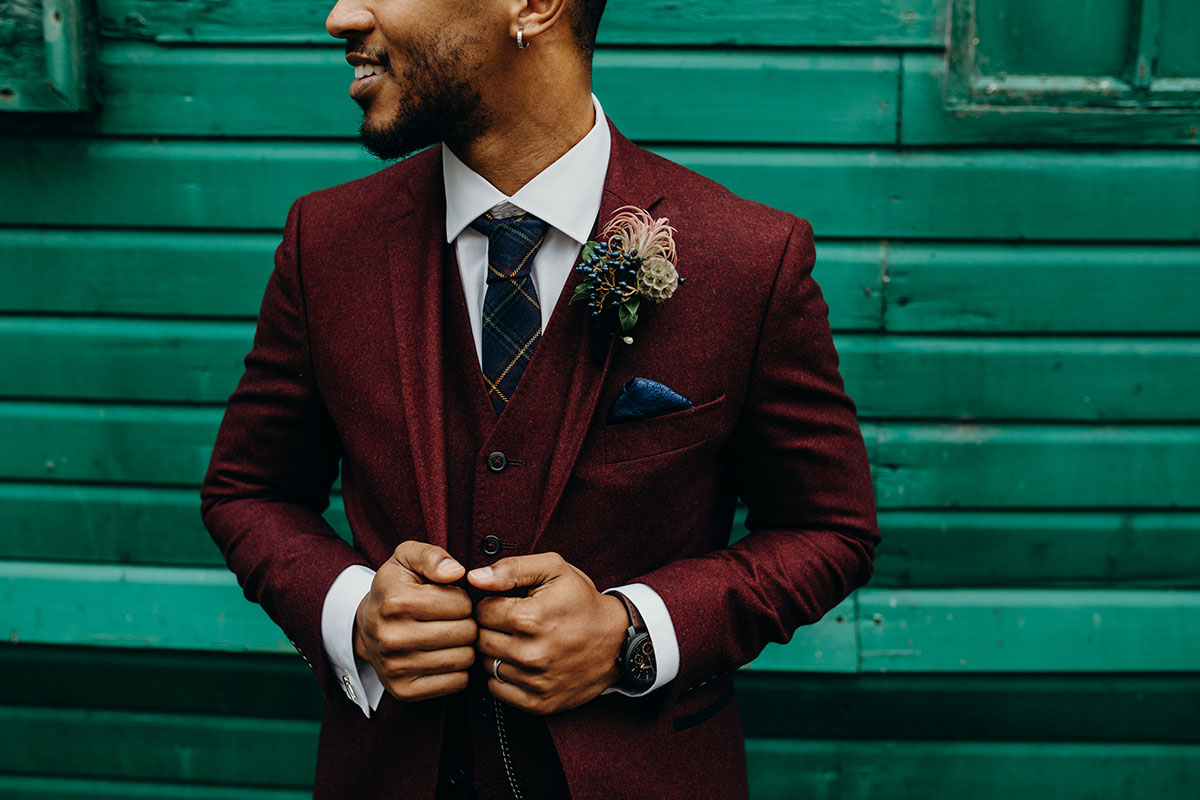 groom-wearing-burgandy-tweed-suit-jacket