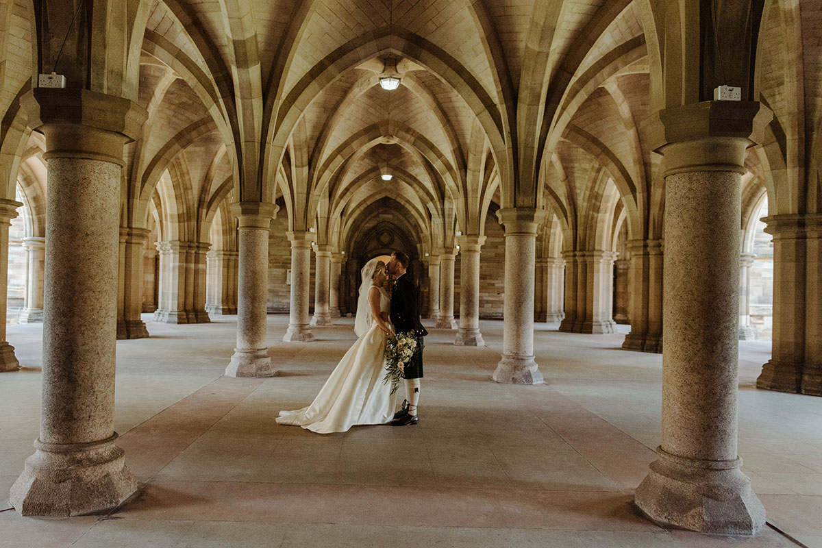 bride-and-groom-in-glasgow-uni-chapel-cloisters