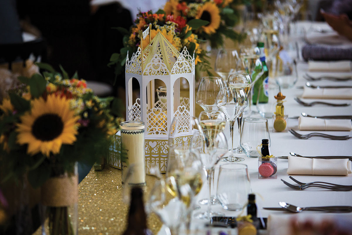 place-setting-at-wedding