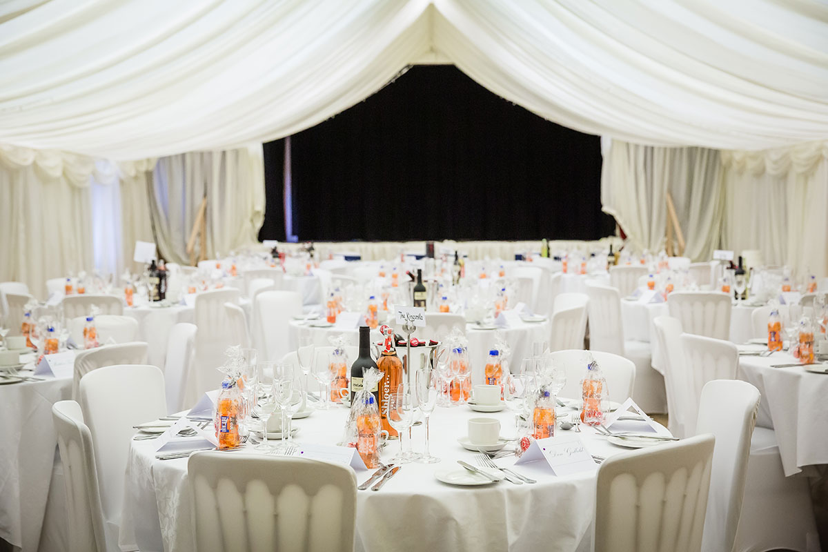 wedding-tables-with-irn-bru-favours