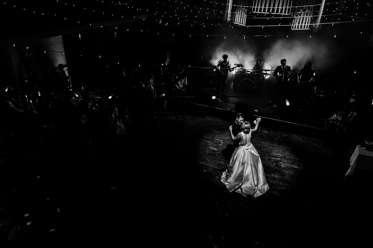 black-and-white-picture-of-the-first-dance