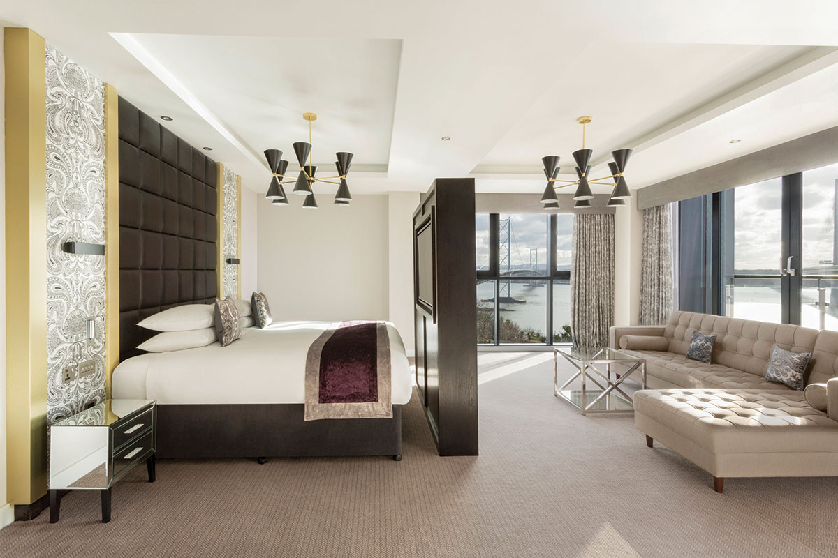 doubletree_queensferry_crossing_executive_suite_shot