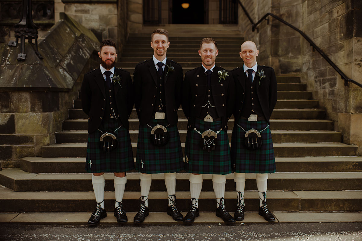 groom-and-groomsmen-in-green-kilt-outfits