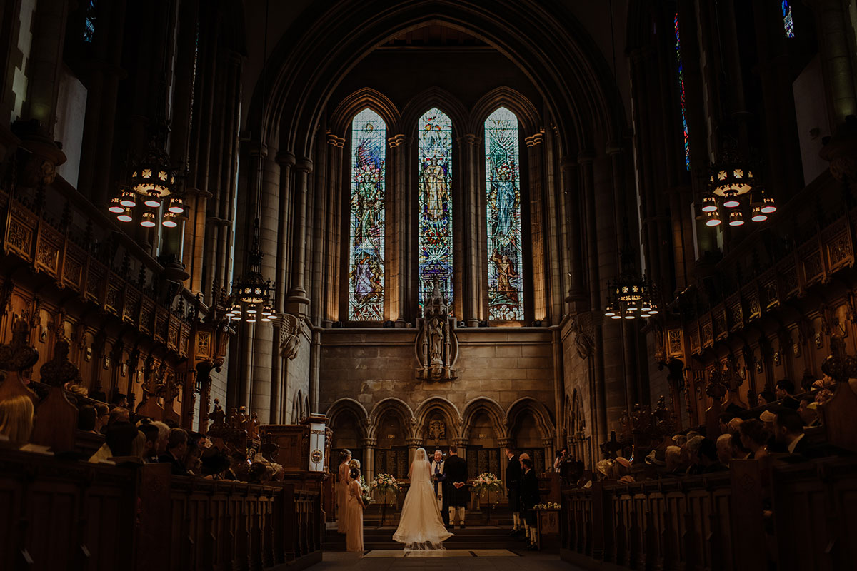 bride-and-groom-getting-married-in-glasgow-uni-chapel