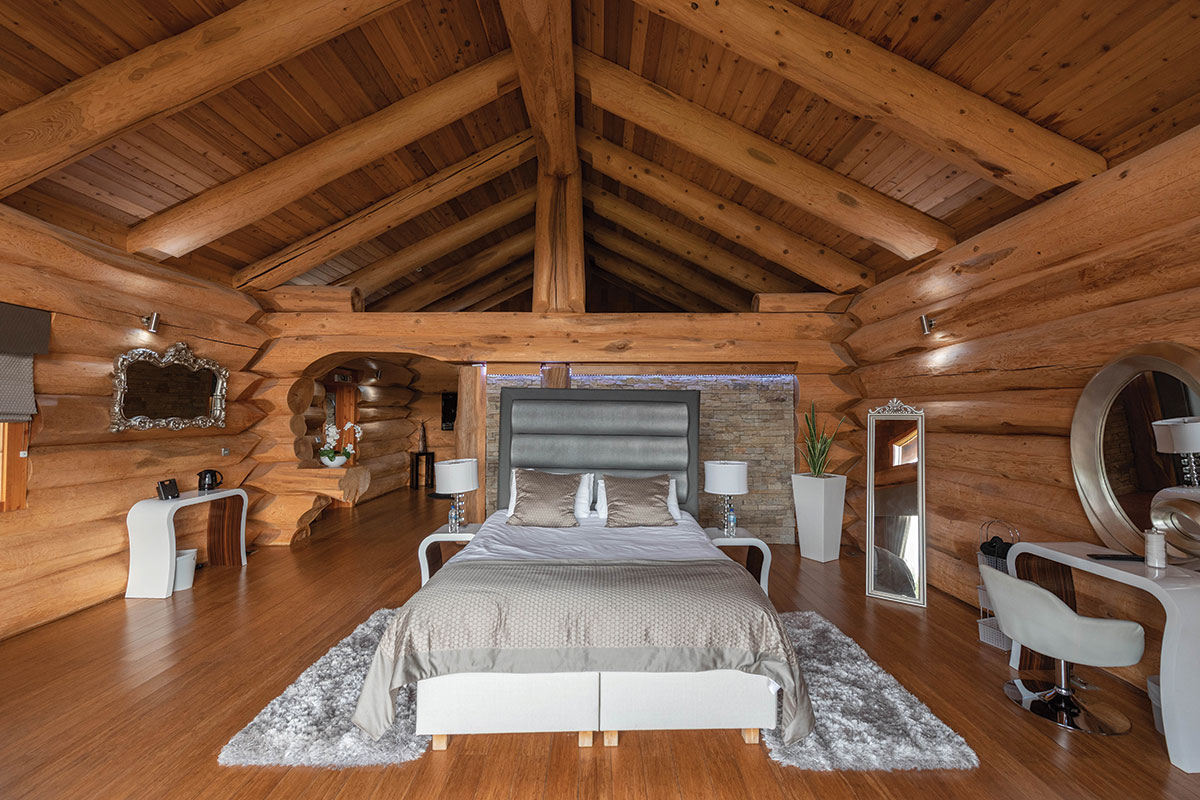 the-vu-honeymoon-suite