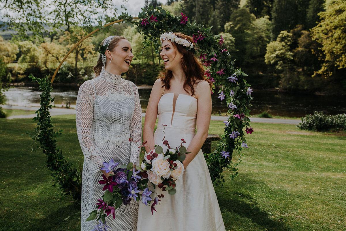 two-brides-under-circular-arch