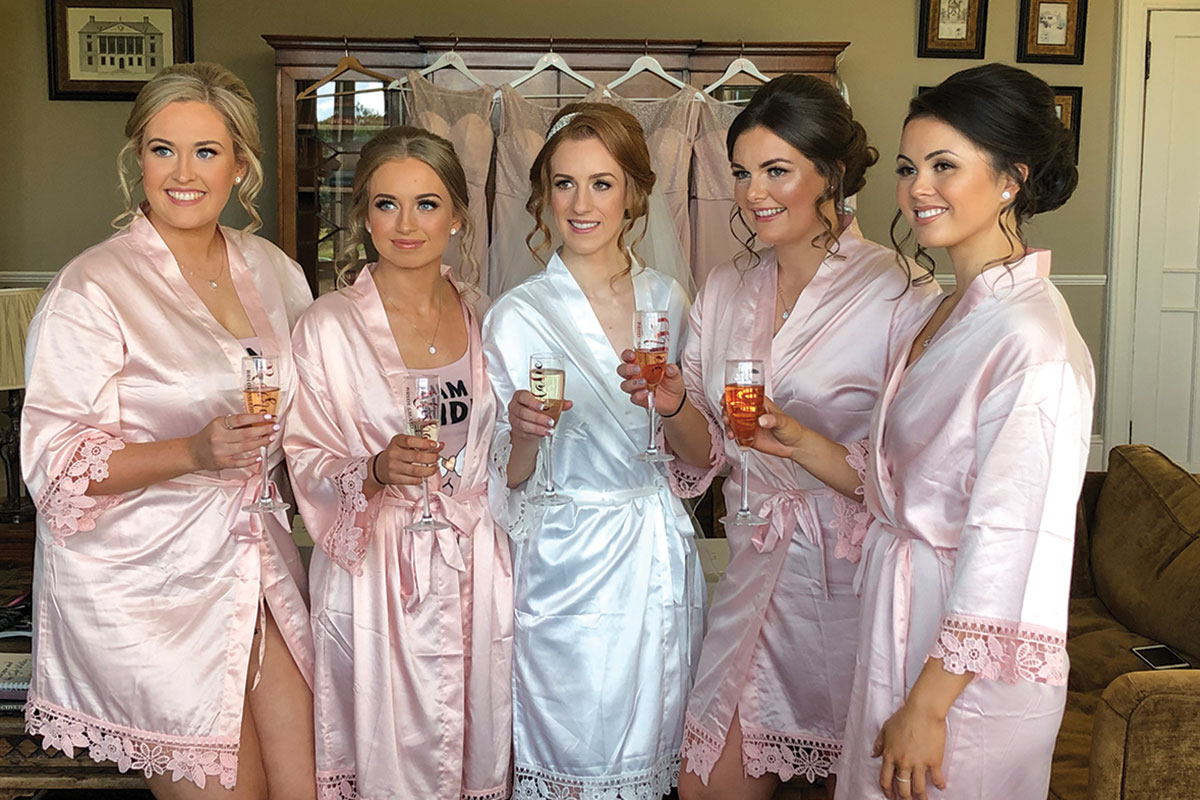 _bride-and-bridesmaids-in-matching-robes