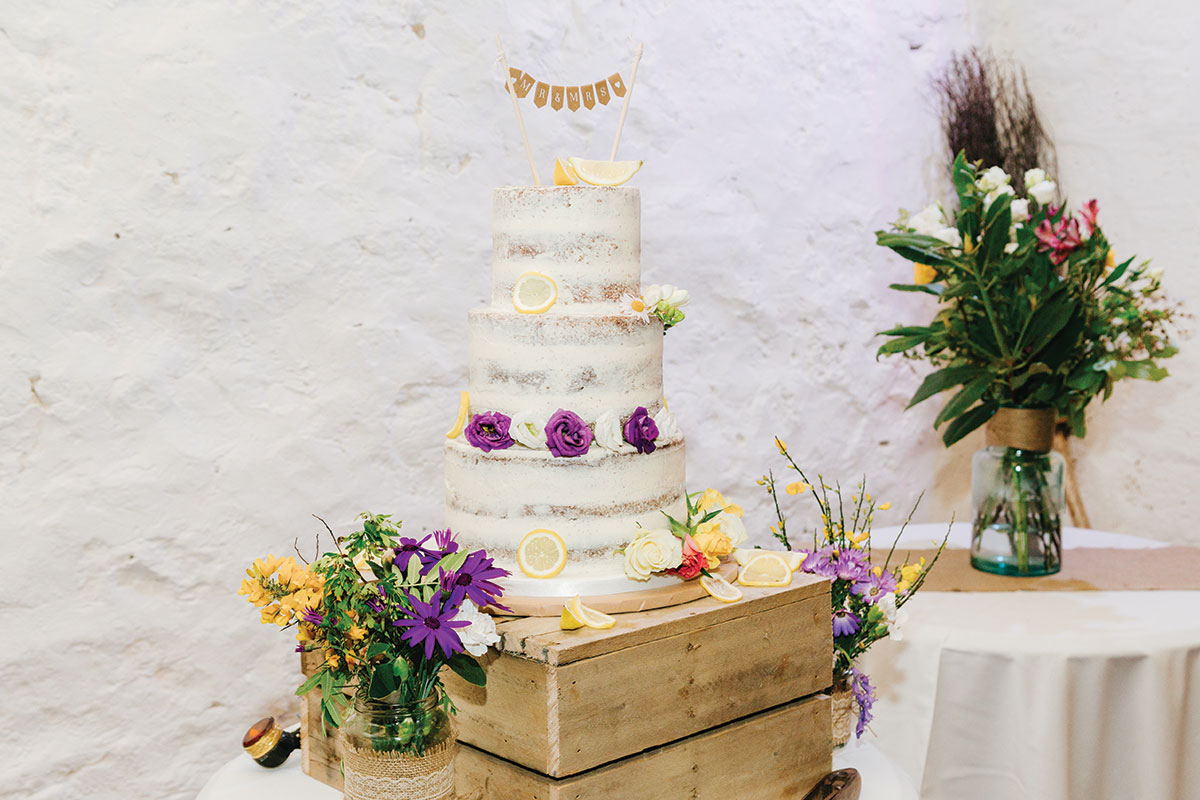 naked-cake-with-lemon-slices-and-fresh-flowers