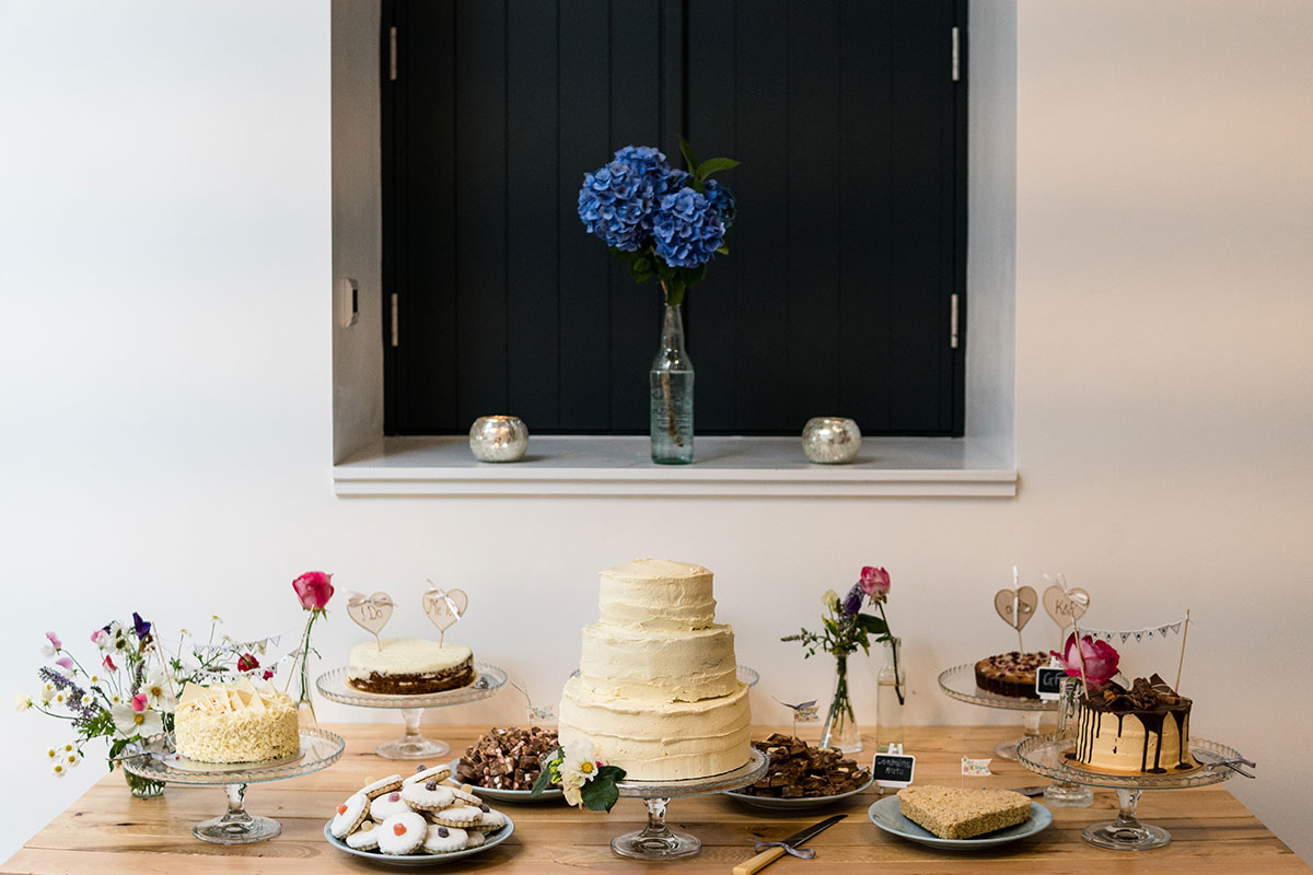 dessert-table-with-various-cakes