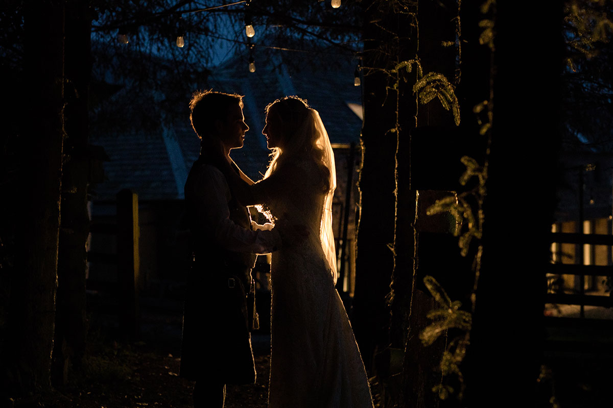 bride-and-groom-in-the-dark