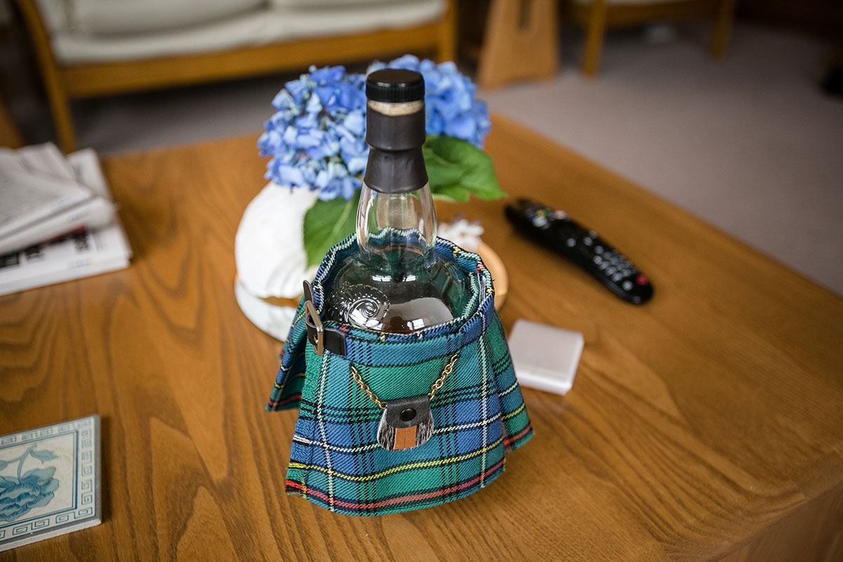 bottle-of-whisky-in-miniature-kilt