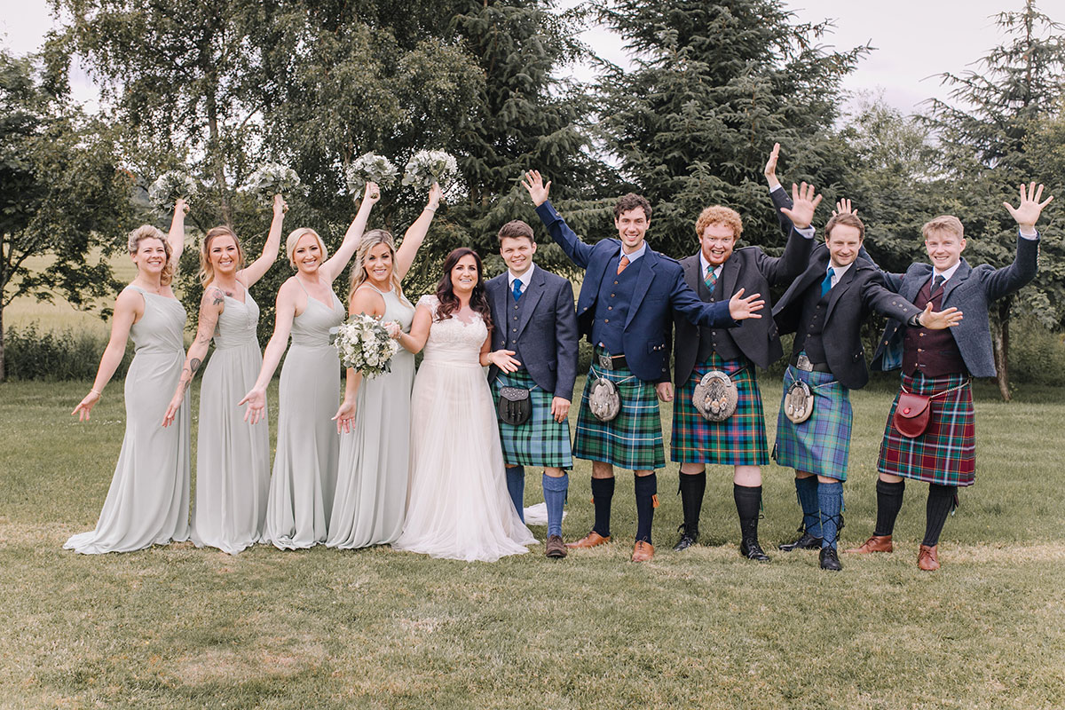 bridal-party-with-groomsmen-in-kilts