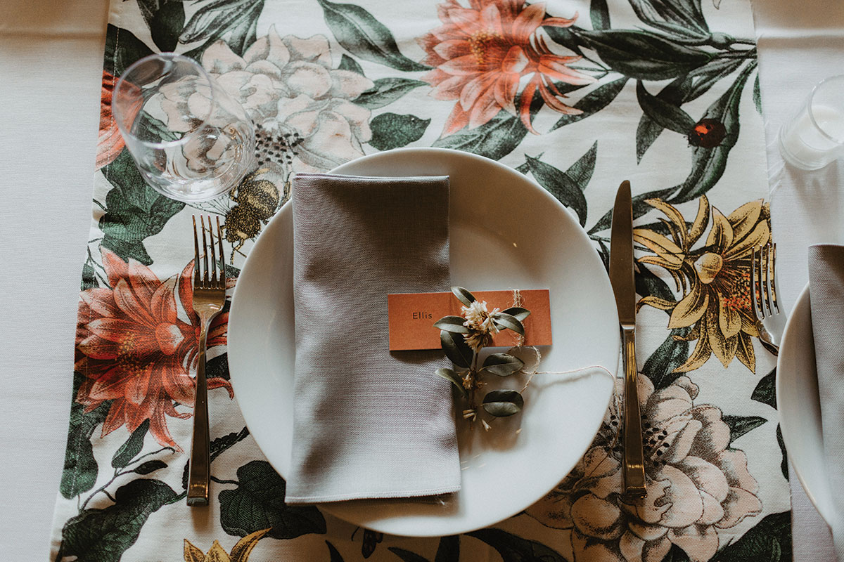 lemonbox-studios-place-setting-with-floral-table-runner
