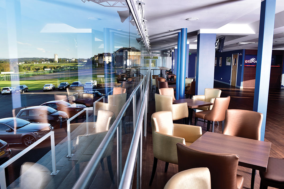 panorama-bar-at-hamilton-park-racecourse