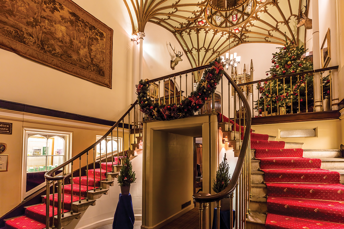 dalhousie-castle-festive-wedding-staircase