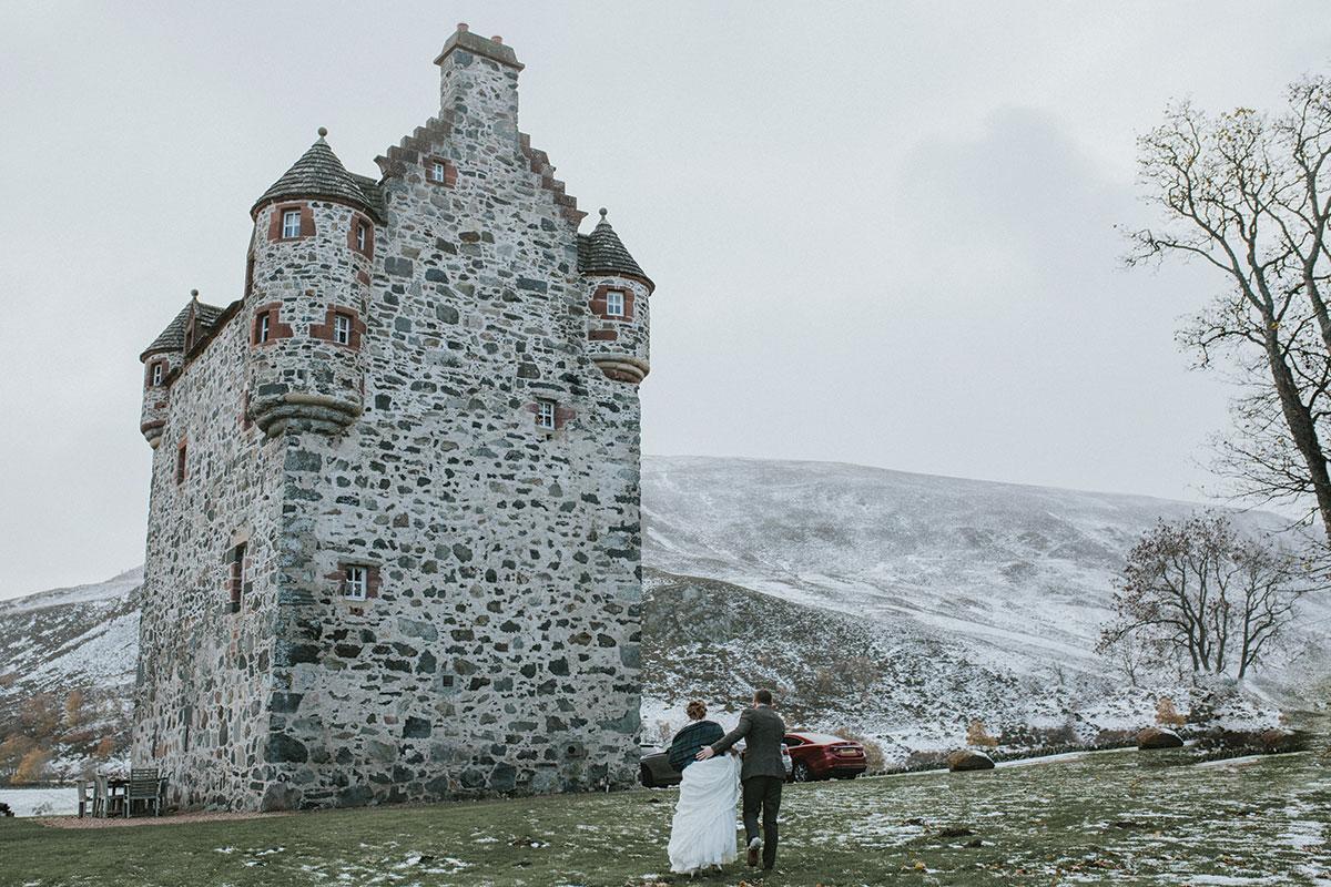 snowy-castle-in-scotland