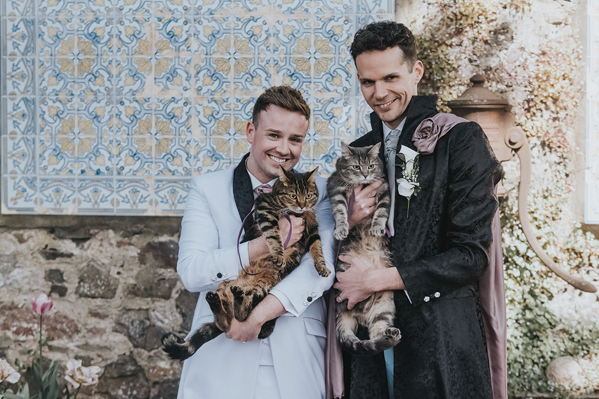 grooms-holding-cats