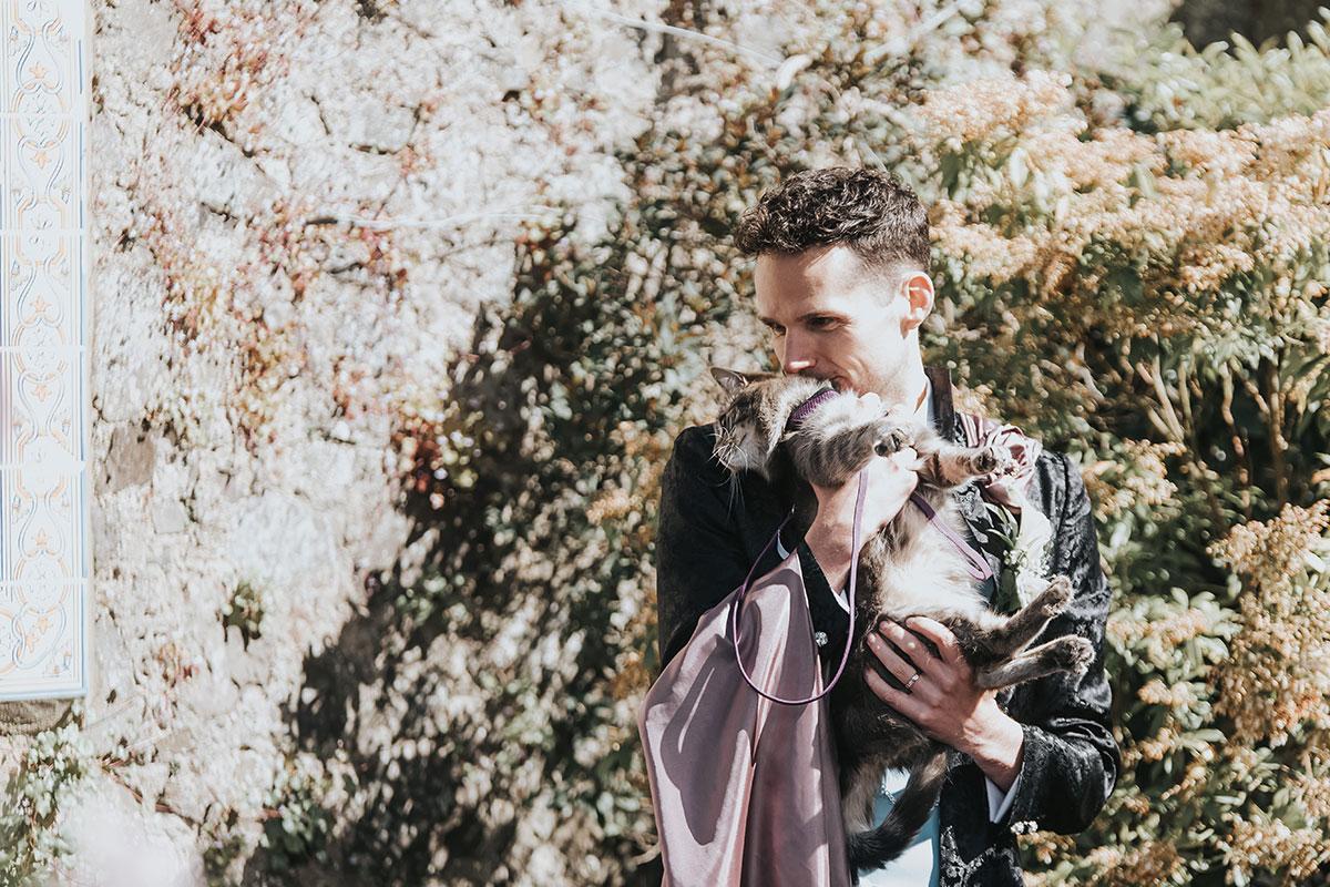 groom-kissing-his-cat