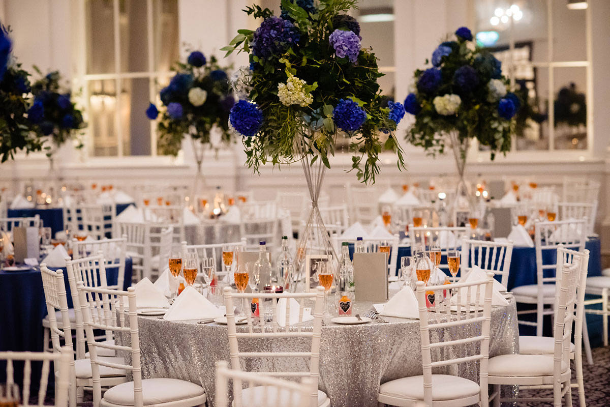blue-floral-centrepieces