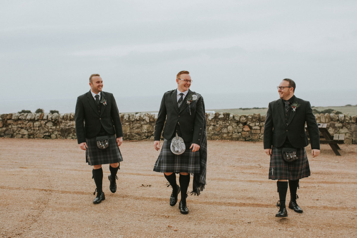 groom-and-groomsmen-in-grey-kilt-outfits