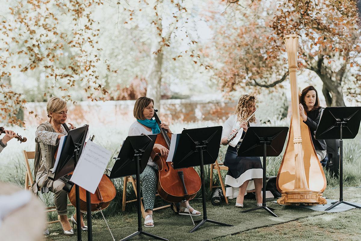 string-quartet-playing-outside