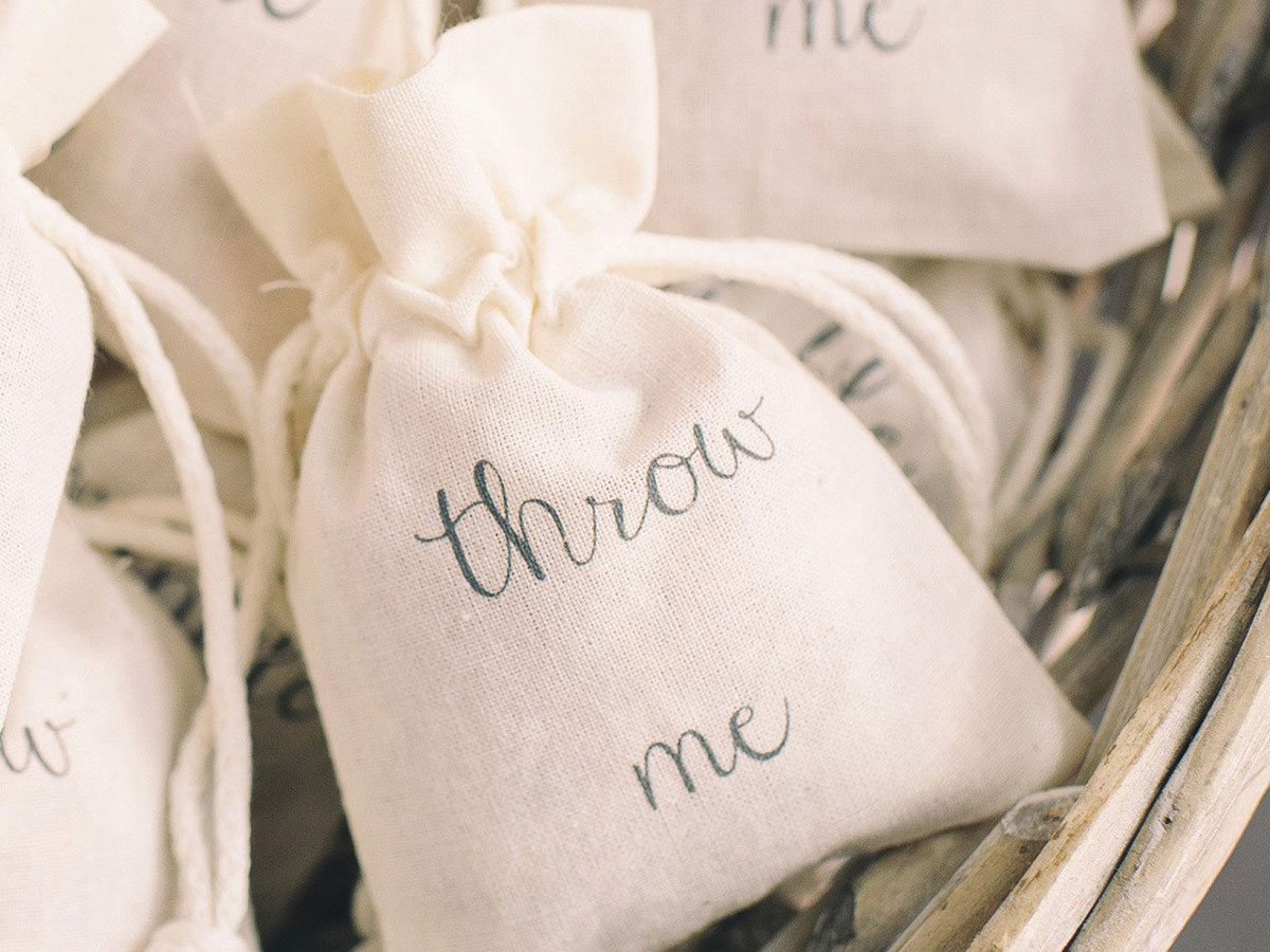 wedding_of_my_dreams_throw_me_petal_confetti_bags