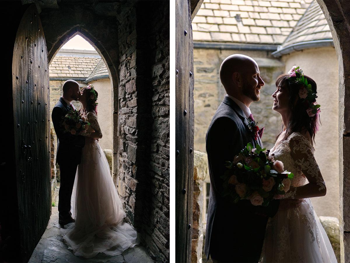 couple-kissing-in-doorframe-in-castle