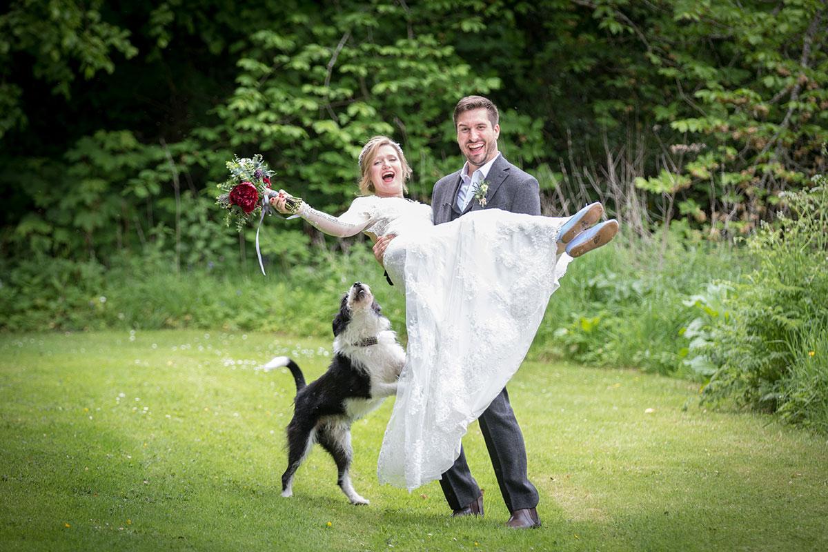 awhitephoto_Amelia-&-Tom-bride-and-groom-with-dog