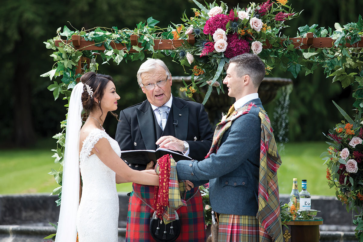 handfasting-during-wedding-ceremony