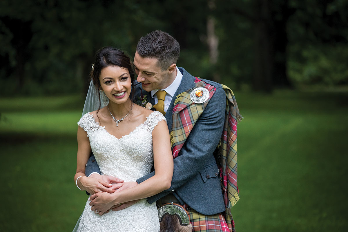 bride-and-groom-in-kilt-outfit