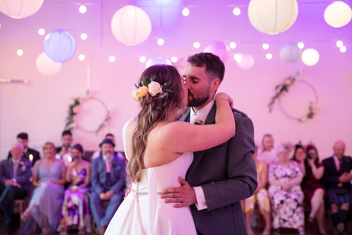 bride-and-groom-kissing-on-dancefloor