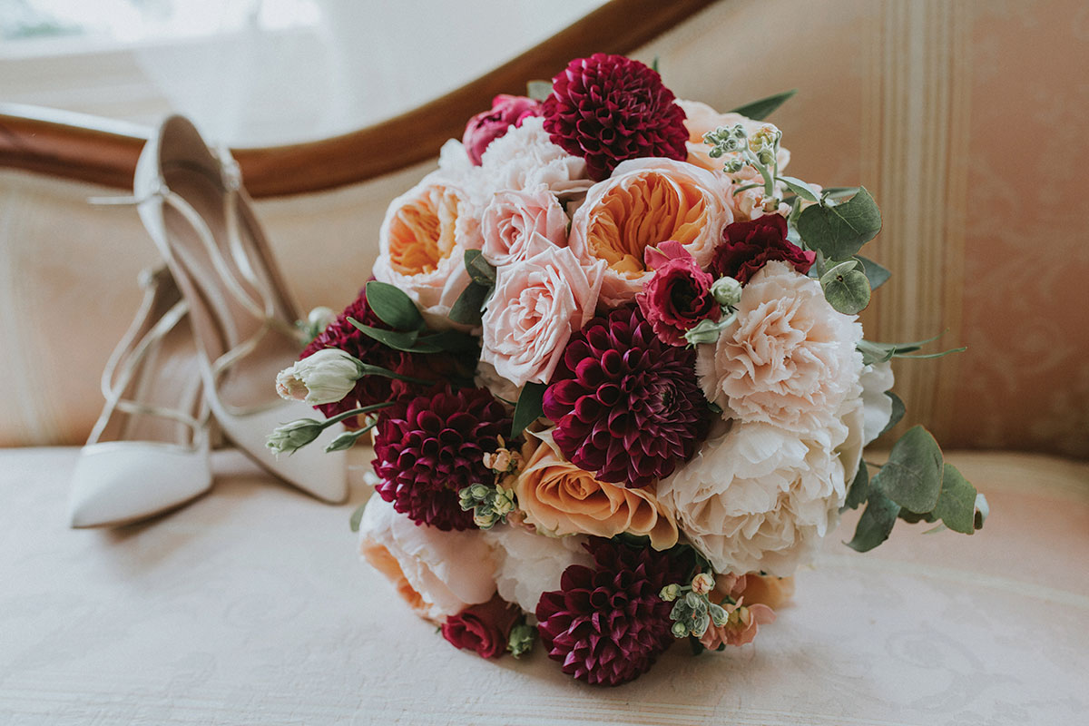 bridal-bouquet-in-red-and-peach