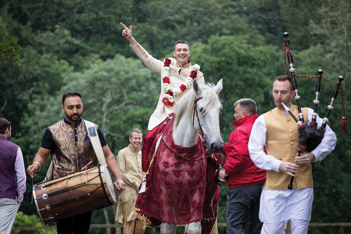 groom-arriving-at-ceremony-on-a-horse